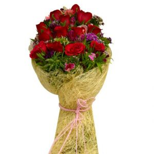 Mixed red roses bunch