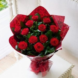 Red roses bunch with red pepper